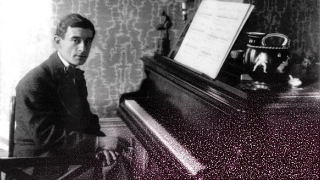 Maurice Ravel am Klavier.