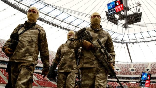 Zeigen vor dem Nato-Gipfel, was sie können: Soldaten im Stadion in Warschau.