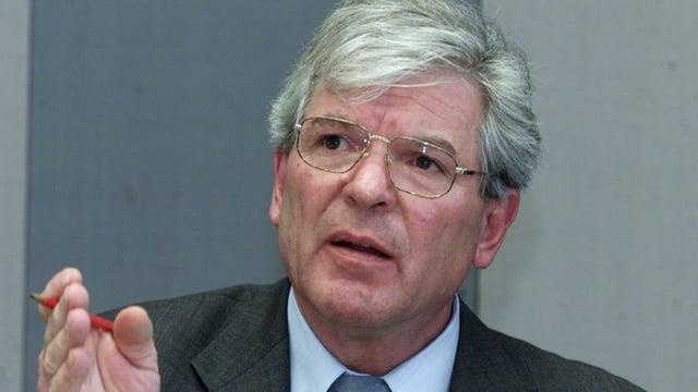 Rudolf Imhof bei einem Referat im Bundeshaus