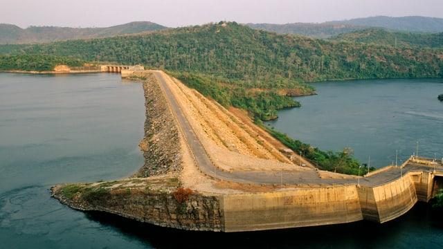 Blick auf Staudamm.