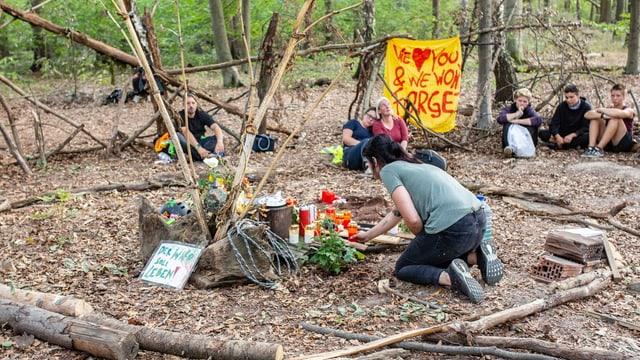Andenken an den verunglückten Mann im Hambacher Forst