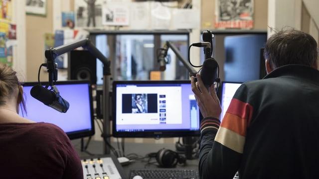 Radiomoderatoren im Studio