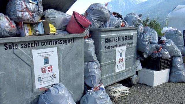 Containers cun satgs da rument.