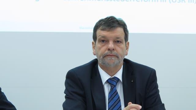 Roland Heim an einer Medienkonferenz