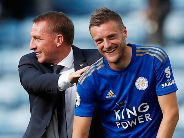 Leicester-Trainer Brendan Rodgers und Stürmer Jamie Vardy lachen.