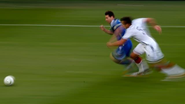 Fitness auf höchstem Niveau: Lionel Messi (l.) und Mats Hummels im Laufduell.
