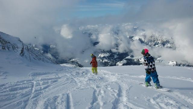 Dus snowboardist sin ina pista ad Arosa.