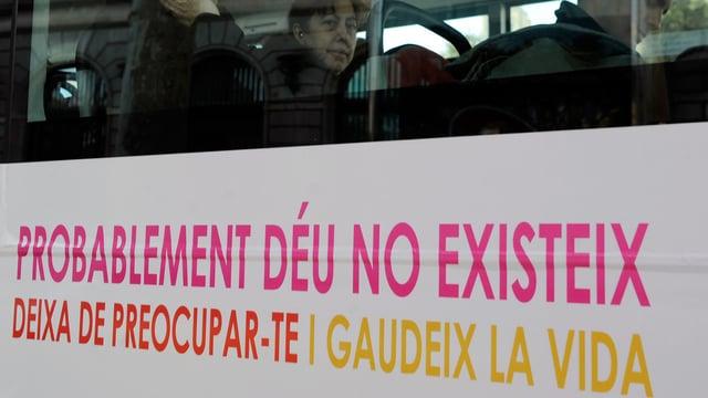 Bus mit atheistischer Aufschrift auf katalanisch.