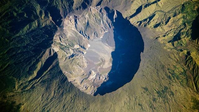 Luftaufnahme des Tambora
