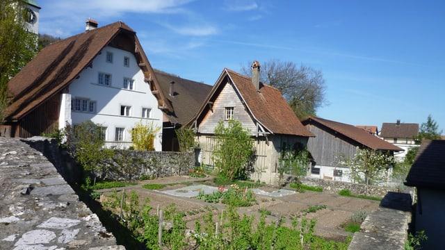 Bauernhaus mit Steinfassade.