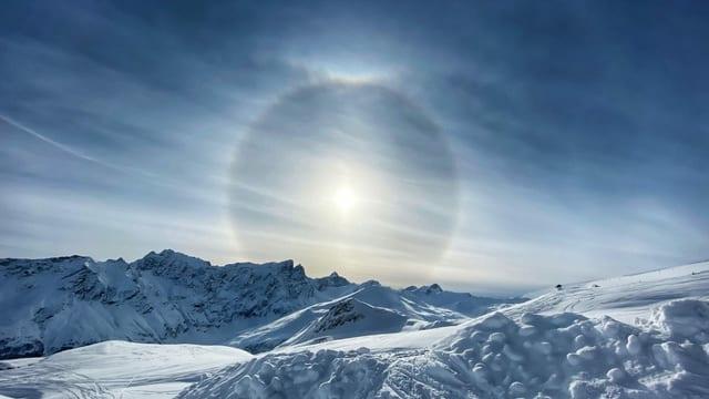 Am Samstag war es in Graubünden oft sonnig mit Schleierwolken, und auch da gab es einen Halo.