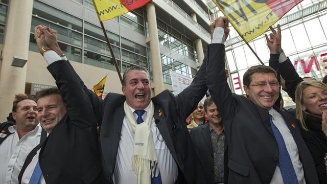 Eric Stauffer feiert mit anderen MCG-Politikern