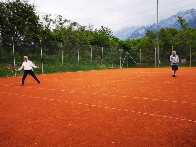Giugader da tennis dat gest ina frida
