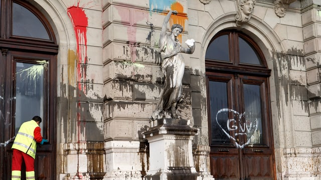 Schmierereien am Grand Théeatre in Genf.