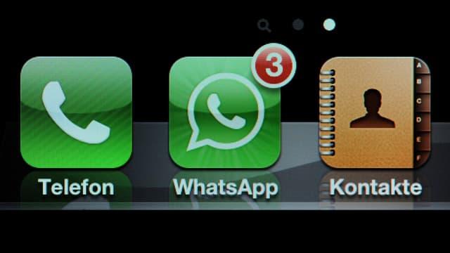 Bild eines Smartphone-Bildschirms, auf dem die Icons «Telefon», «WhatsApp» und «Kontakte» zu sehen sind.