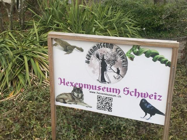 Schild vor dem Hexenmuseum.