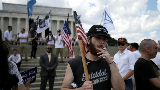 Weisse Nationalisten vor dem Lincoln Memorial