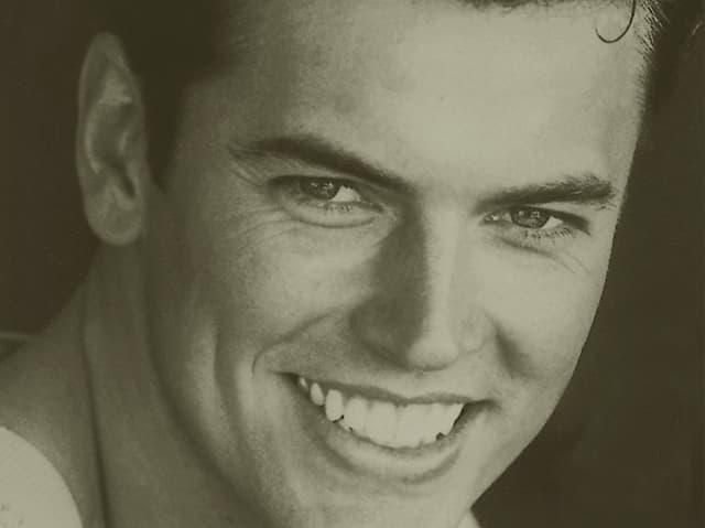 Porträt von Marcel Schweizer als Jungen Mann lächelnd.
