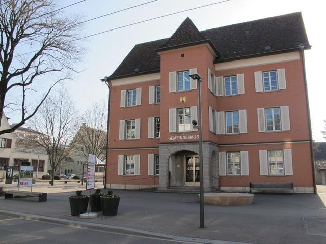 Das heutige Gemeindehaus von Neuhausen.