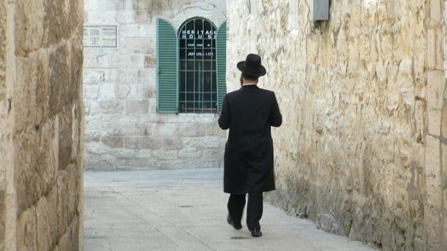 Ein jüdischer Mann in der Strasse