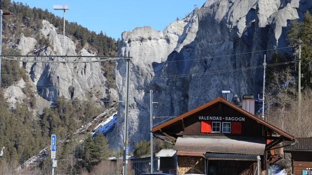 La staziun da la Viafier Retica da Valendau-Sagogn amez la Ruinaulta