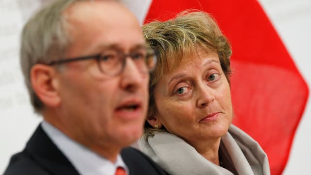 Ambühl und Widmer-Schlumpf anlässlich einer Medienkonferenz Anfang April.