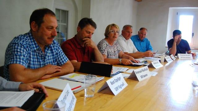 Gemeindepräsidenten am Tisch