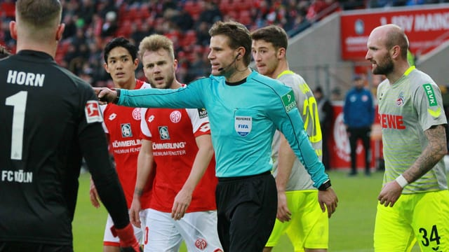 Schiedsrichter Felix Brych pfiff einen Penalty.