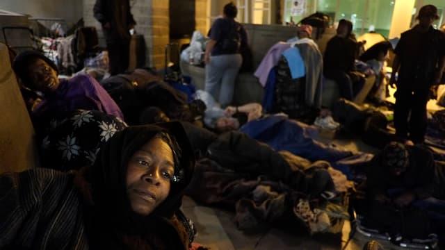 Obdachlose Afroamerikanerin.