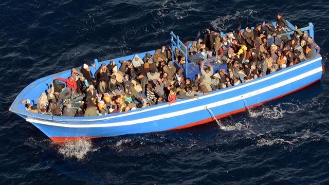 Mehr als 200 Migranten landeten mit diesem Boot im Januar auf Lampedusa. (Archiv)