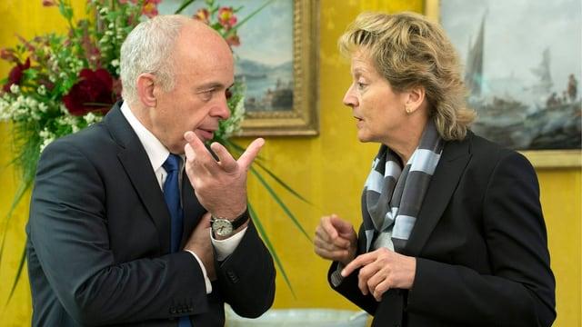 Dicke Luft zwischen Nachfolger und Vorgängerin: Ueli Maurer und Eveline Widmer-Schlumpf.