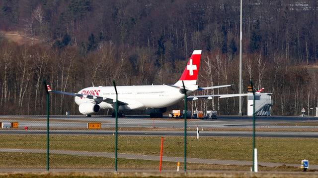 Das Flugzeug von hinten.