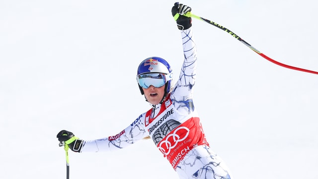 Lindsey Vonn bejubelt ihren 5. Abfahrt-Sieg in dieser Saison.
