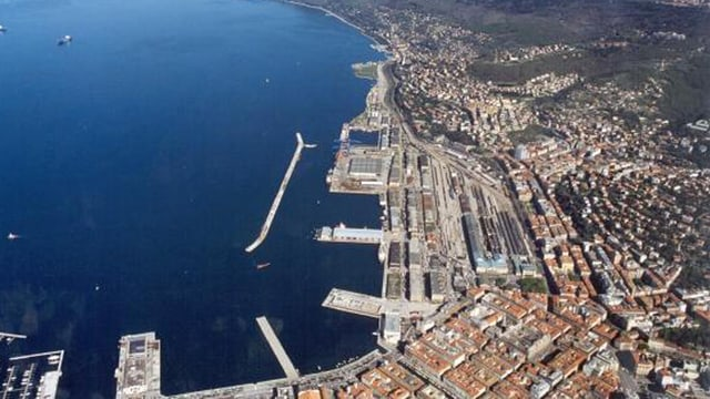 Der Hafen von oben betrachtet.