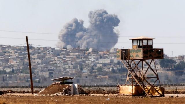 Rauch einer Bombe bei Koban, Syrien