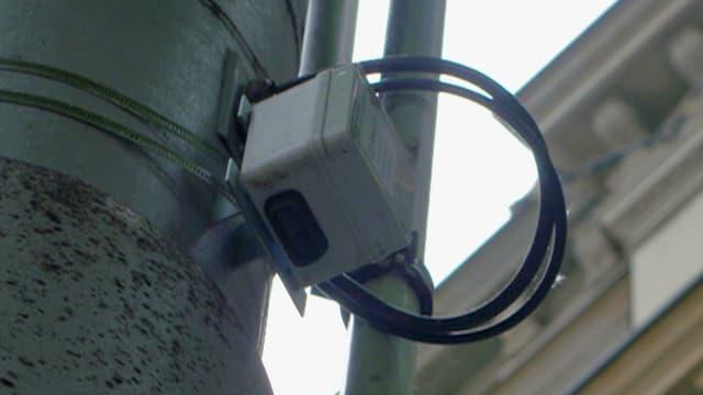 Sensor-Kästchen an einem Kandelaber