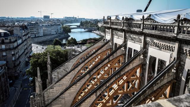 Blick auf die Notre-Dame nach dem Brand