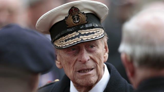 Prinz Philip mit Militärhut.