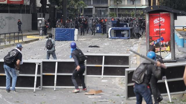 Demonstrants en la chapitala Caracas.