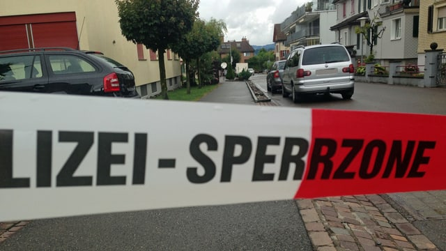 Polizeiabsperrung am Tatort in Lachen.