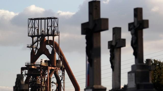 Blick auf einen Turm des 2013 geschlossenen Stahlwerks von ArcelorMittal in Hayange-Florange