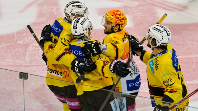 Giugaders da hockey dal SC Berna giubileschan