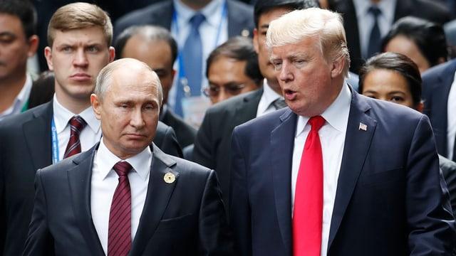 Vladimir Putin e Donald Trump durant l'inscunter da l'APEC en il Vietnam.