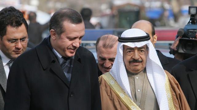 Der türkische Präsident Erdogan und der neue saudische König Salman bei einem Treffen in Bahrain.