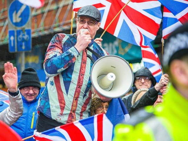 Ein Schotte mit Union-Jack-Hemd