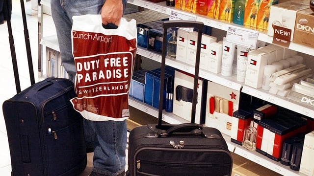 Vista en ina butia da duty-free a l'eroport da Turitg.