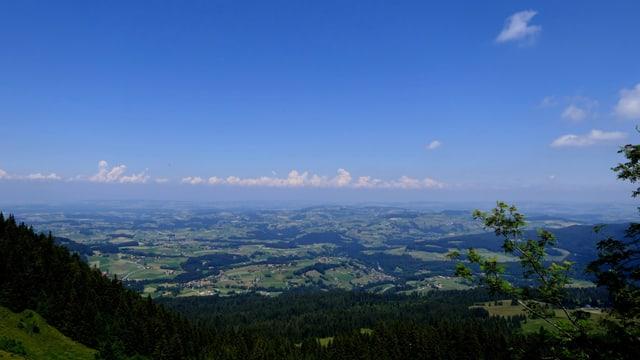 Blick von Schwarzenbühl ins Mittelland.