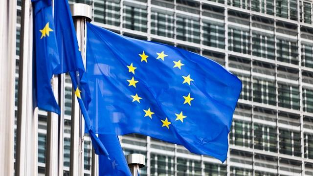 La bandiera da l'UE davant il bajetg da la Cumissiun da l'UE.