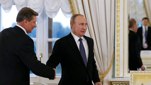 Il president russ Wladimir Putin ed il manader da l'uffizi presidial Sergej Iwanow.