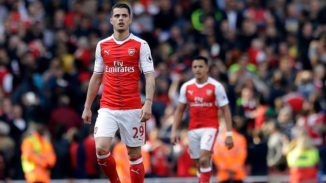 Il ballapedist Granit Xhaka sin il plaz per l'FC Arsenal.